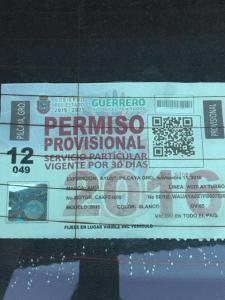 OSCAR GONZÁLEZ BLOQUEA ENTRADA A RESIDENCIAL LOS ENCINOS4