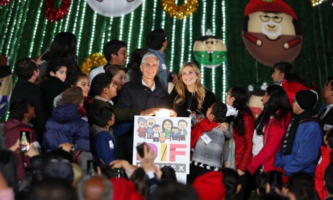 Encienden árbol De Navidad En Toluca Símbolo De Unión Familiar